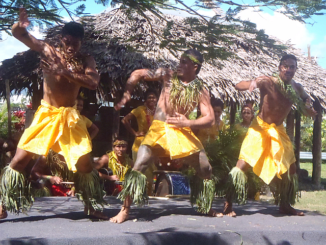 Folklore in Apia3