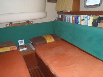 center cabin with shelves